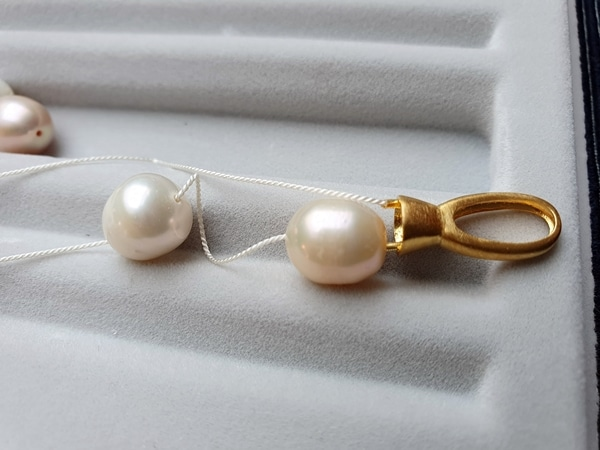 Iron Schwarzwaldmaidle Schmuckwerkstatt in Oberharmersbach fädelt Ihre Perlenkette neu auf
